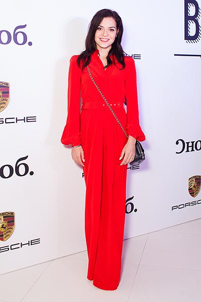 Аделина сотникова в платье