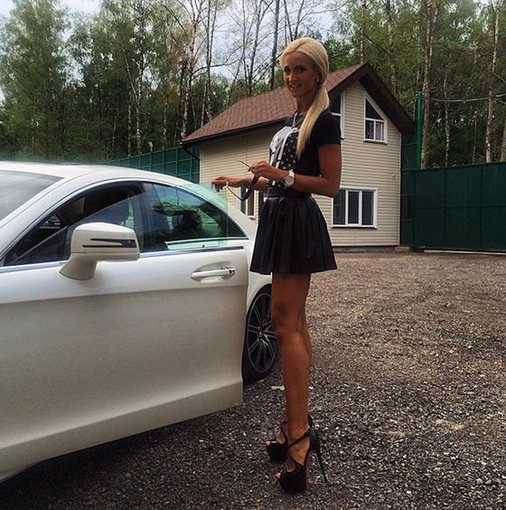 Девушка купила себе новое черное белье и показала его возбужденному мужу